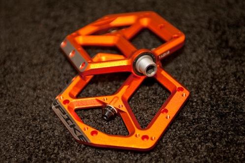 platform pedals orange