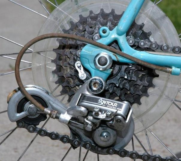 rear derailleur chain riding on itself