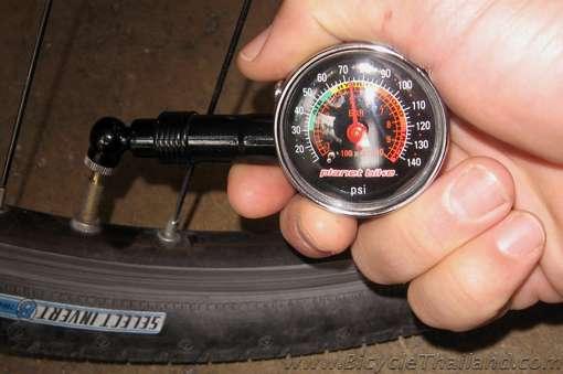 bicycle tire & air pressure gauge