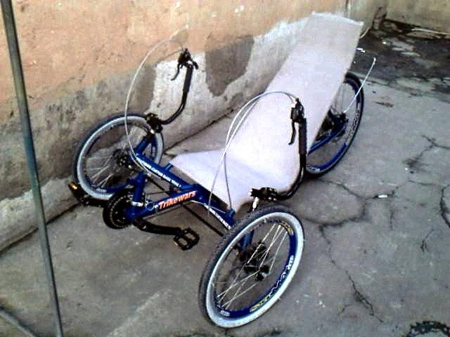 Trikewars blue trike left front oblique view