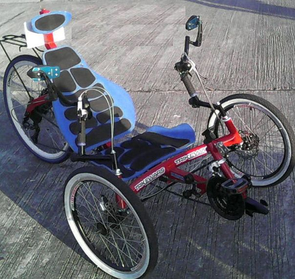 Trikewars red trike right side oblique view