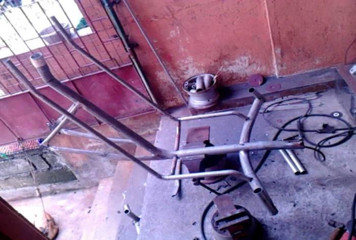 Trikewars trike frame under construction