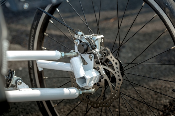 Comfort Trike white front suspension 3